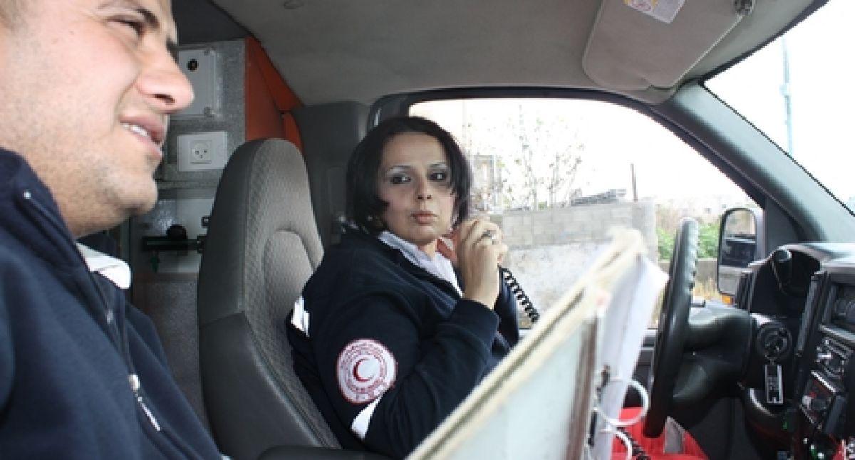 safiya al bibissi  the first female palestinian ambulance